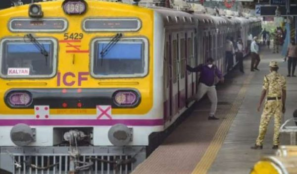 a-woman-attacked-and-robbed-in-vasai-naygaon-railway-station