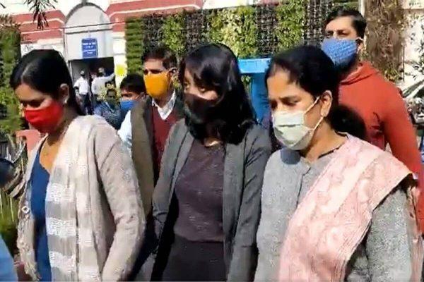 delhi-court-sent-toolkit-case-accused-disha-ravi-in-three-days-judicial-custody