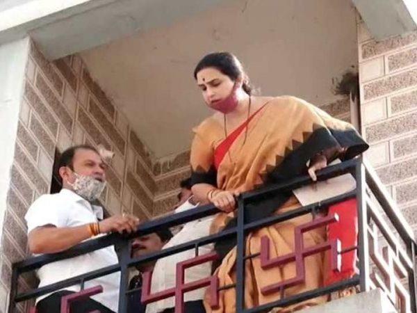 pooja-chavan-suicide-case-bjp-leader-chitra-wagh-visits-the-spot-and-target-mahavikas-aghadi-government maharashtra