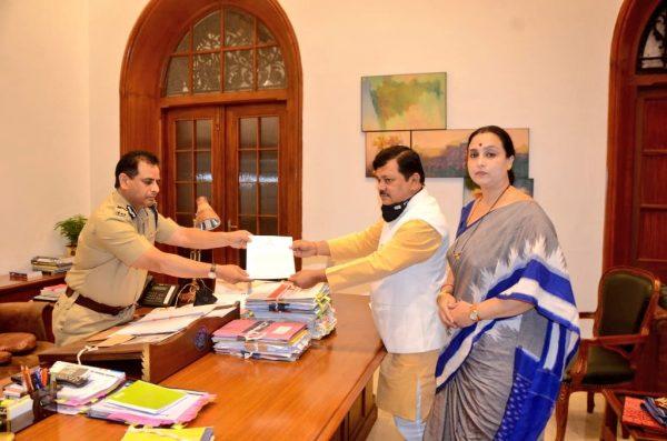 Bjp leader-pravin-darekar-questions-cm-cp-mumbai-on-pooja-chavan-suicide-case-