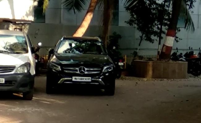 sachin-vaze-case-nia-probe-black-mercedes-car-used-by-waze-recovered-congress-bjp-leaders-fadnavis