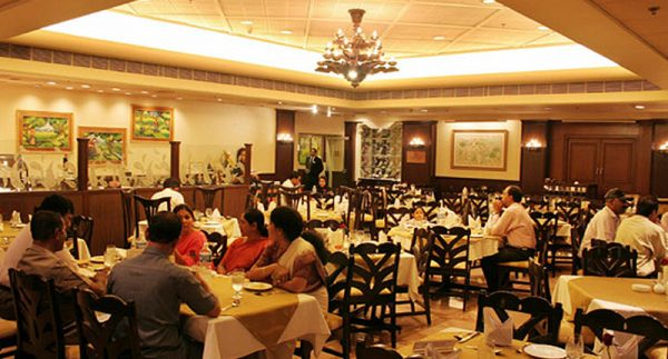 meals-in-hotels-restaurants-dhabas-and-resorts-in-aurangabad-district-will-be-completely-closed-till-april-4