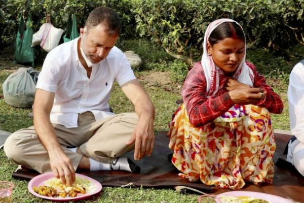 rahul-gandhi-food-with-tea-estate-workers-in-assam-dibrugarh-ahead-of-elections